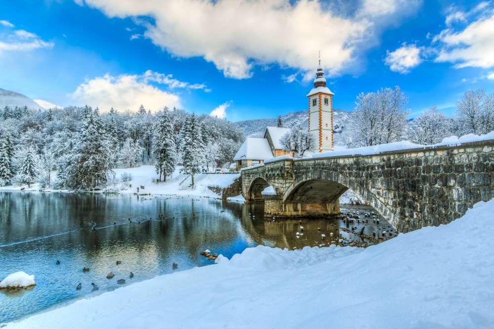 Lago de Bohinj en invierno