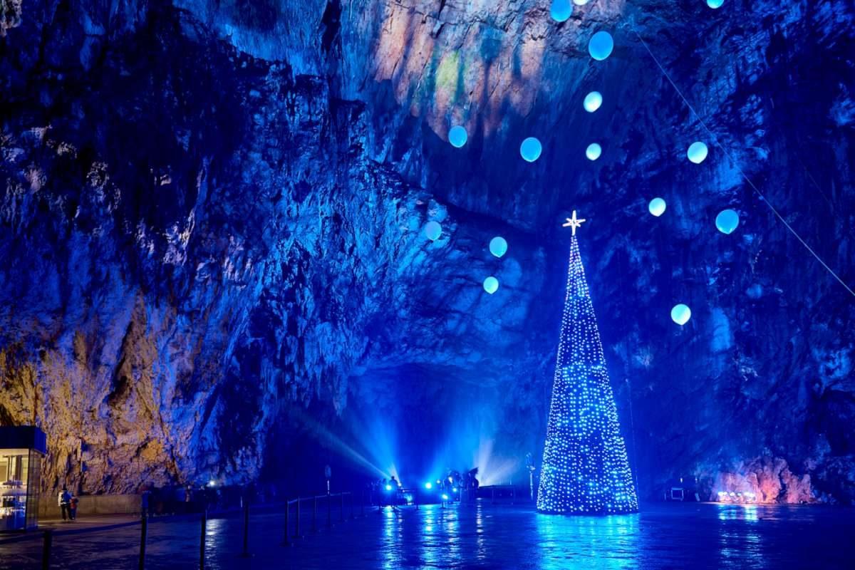 Pesebre viviente en la Cueva de Postojna