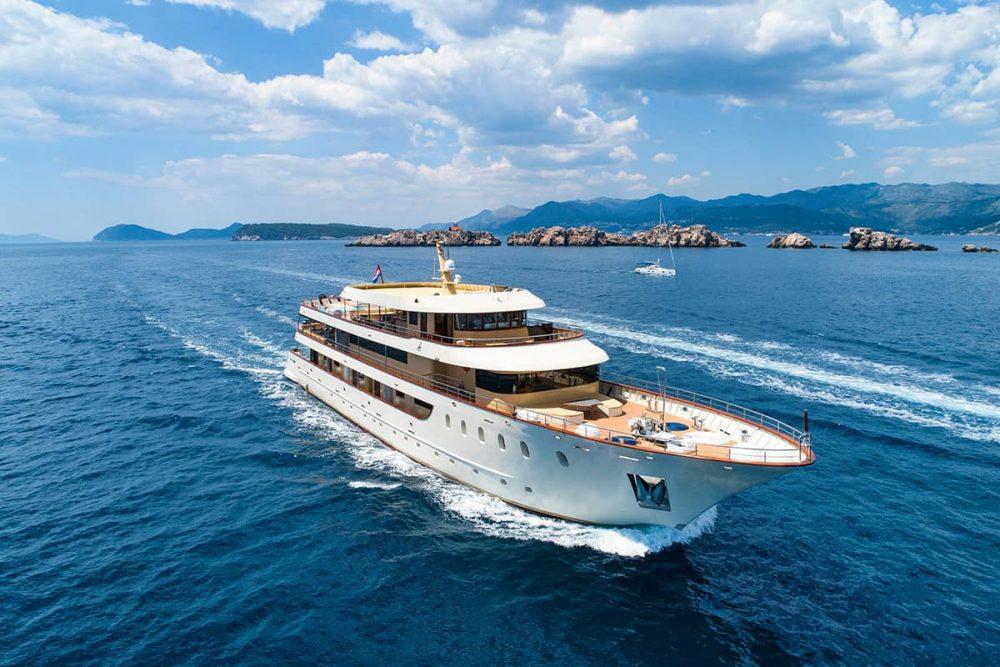 Yacht charter in Croatia - Lastavica